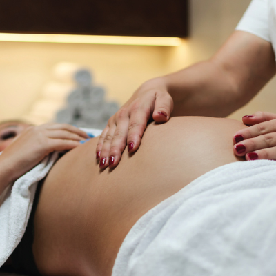 Pregnany-Massage-at-stolen-moment-beauty