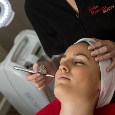 Oxygen serum infusion facial